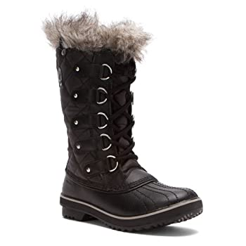 Take refuge from the cold in the SOREL TofinoTM boot. This women's boot features a lightweight quilted upper made of waterproof waxed canvas upper with leather overlays and topped with a faux fur cuff. Inside, a Sherpa pile lining lends warmth; the m...