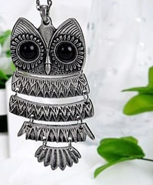 Lovely Silver color Textured Owl Pendant With