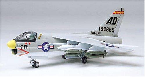 Tamiya 61607 1/100 LTV A-7A Corsair II - 1