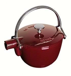 Staub Teekanne/Wasserkessel, rund (16,5 cm, 1,15 L mit mattschwarzer Emaillierung Im Inneren des Kessels) grenadine