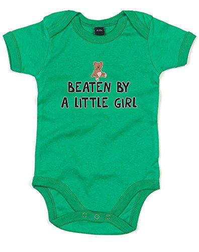 beaten-by-a-little-girl-imprime-bebe-grandir-vert-noir-transfert-12-18-mois