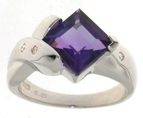 Hollywood 925 Sterling Silver Ladies Fancy Diamond Ring Brilliant Cut 0.03 Carat with Amethyst - 7 Grams Size K
