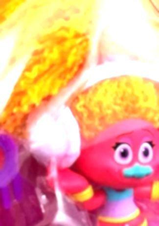 trolls-dj-suki-action-figure-25