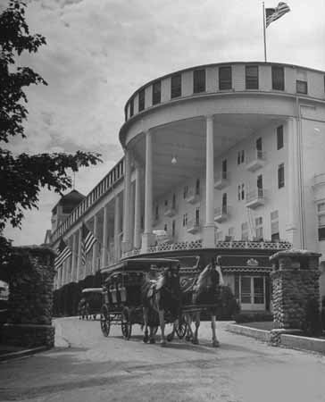 photo-grand-hotel-mackinac-island-bw