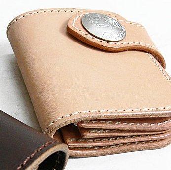 (ステュディオ・ダ・ルチザン)STUDIO D'ARTISAN レザーショートウォレット(2つ折り革財布) サドル