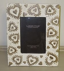 "DISTRESSED WHITE WASH CARVED HEART PHOTO FRAME (5"" X 7"")"
