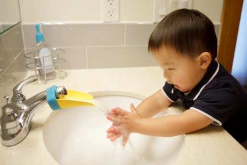 Aqueduck-The-ORIGINAL-Faucet-Extender-Created-by-a-Loving-Mom