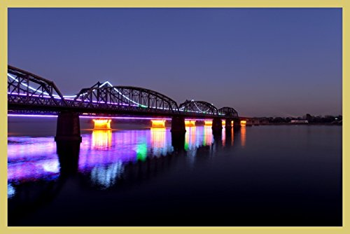 bild-mit-rahmen-hady-khandani-illuminated-sino-korean-friendship-bridge-over-yalu-river-between-chin