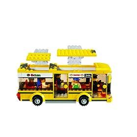 レゴシティから黄色いバスの写真。スクールバスっぽいね。
