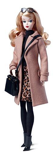 Barbie-Mueca-con-abrigo-Mattel-DGW54