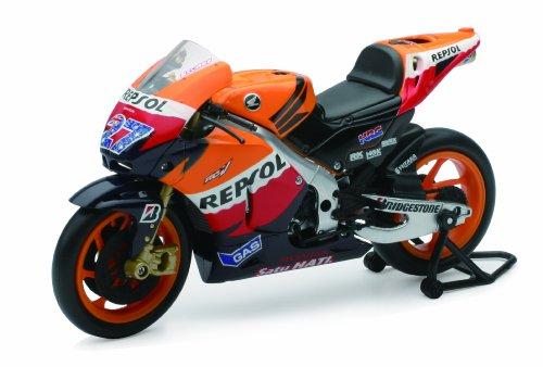 New Ray Toys Street Bike 1:12 Scale Motorcycle Repsol Honda MotoGP Casey Stoner #27 57403
