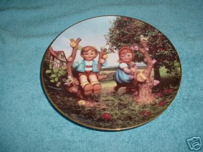 Danbury Mint: M.I. Hummel Apple Tree Boy & Girl Collector Plate