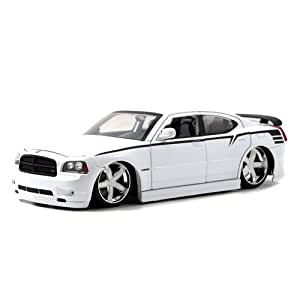 2006 Dodge Charger SRT8 Diecast Model Car 1:18 Scale (White)