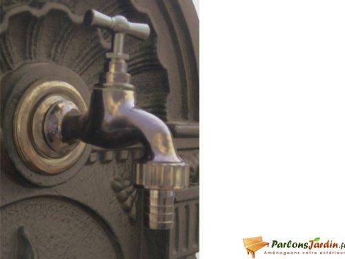 Robinet de fontaine en laiton vieilli rustique