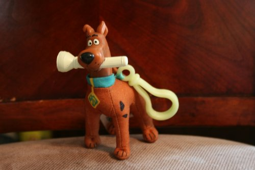 "BURGER KING KIDS MEAL- SCOOBY-DOO ""ALIEN INVADERS"" SMALL PLUSH TOY WITH FLASHLIGHT IN HIS MOUTH AND A GLOWING CLIP ATTACHED TO HIM"