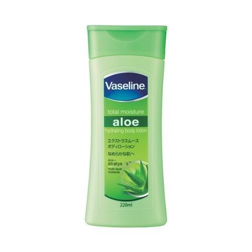 保湿後の肌に香水をなじませる