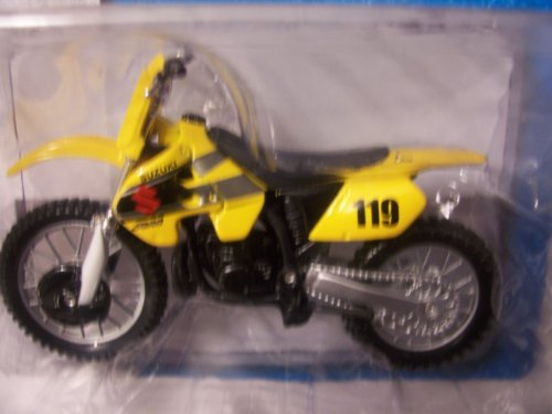 Maisto Fresh Metal 2 Wheelers ~ Suzuki RM250 (Yellow; 1:18)