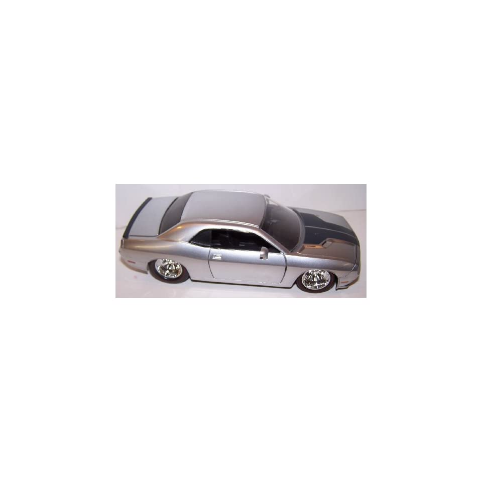 Jada Toys 1/24 Scale Diecast Big Time Muscle 2008 Dodge Challenger Srt8 in Color Silver