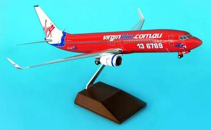1: 100 スカイマークスSuprem Virgin Blue ボーイング 737-800 with Landing Gear and Wood Stand (並行輸入)