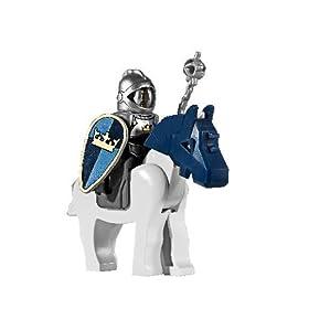 馬に乗って甲冑を着けたレゴのミニフィグ。