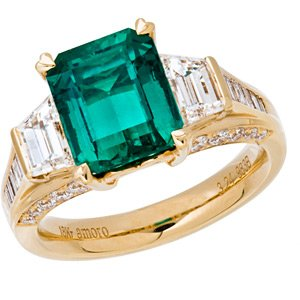 Colombian Emerald and Diamond Ring in 18kt yellow gold