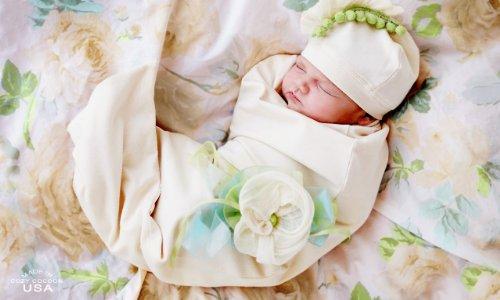 c1270314d81931 Hannah Smart  Cozy Cocoon Organic Sweet Pea Pea Pod Hat Set Baby