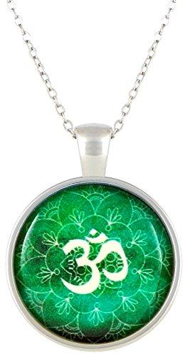 collier-et-pendentif-contenant-une-superbe-reproduction-doeuvre-dart-symbole-om-vert-breloque-en-ver