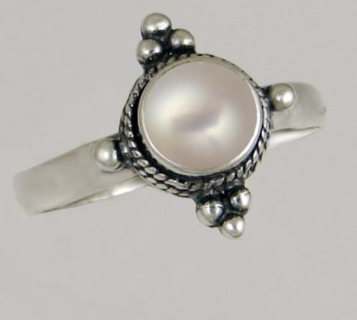 A Beautiful Sterling Silver Victorian Ring Featuring a Genunie Pearl Gemstone