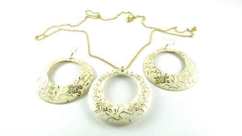 A gold in colour chain with a great cream coloured circle hangiing from it with a great flower pattern all over it, length 48cm width 6cm, earrings are fish hook with the same design length 7cm width 6cm, this is a great show stopping set, this does come