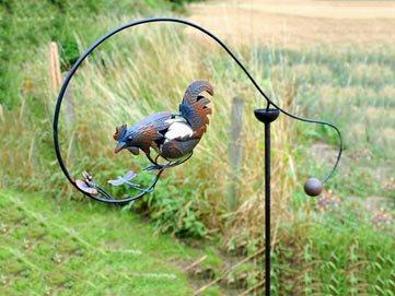 adobe-adorno-de-jardin-con-diseno-de-gallo-en-equilibrio
