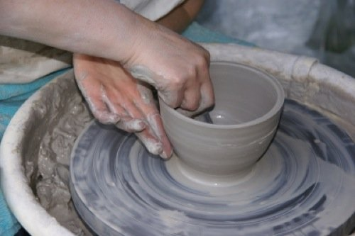 Making, Decorating and Collecting Pottery: A Guide For Pottery Enthusiasts