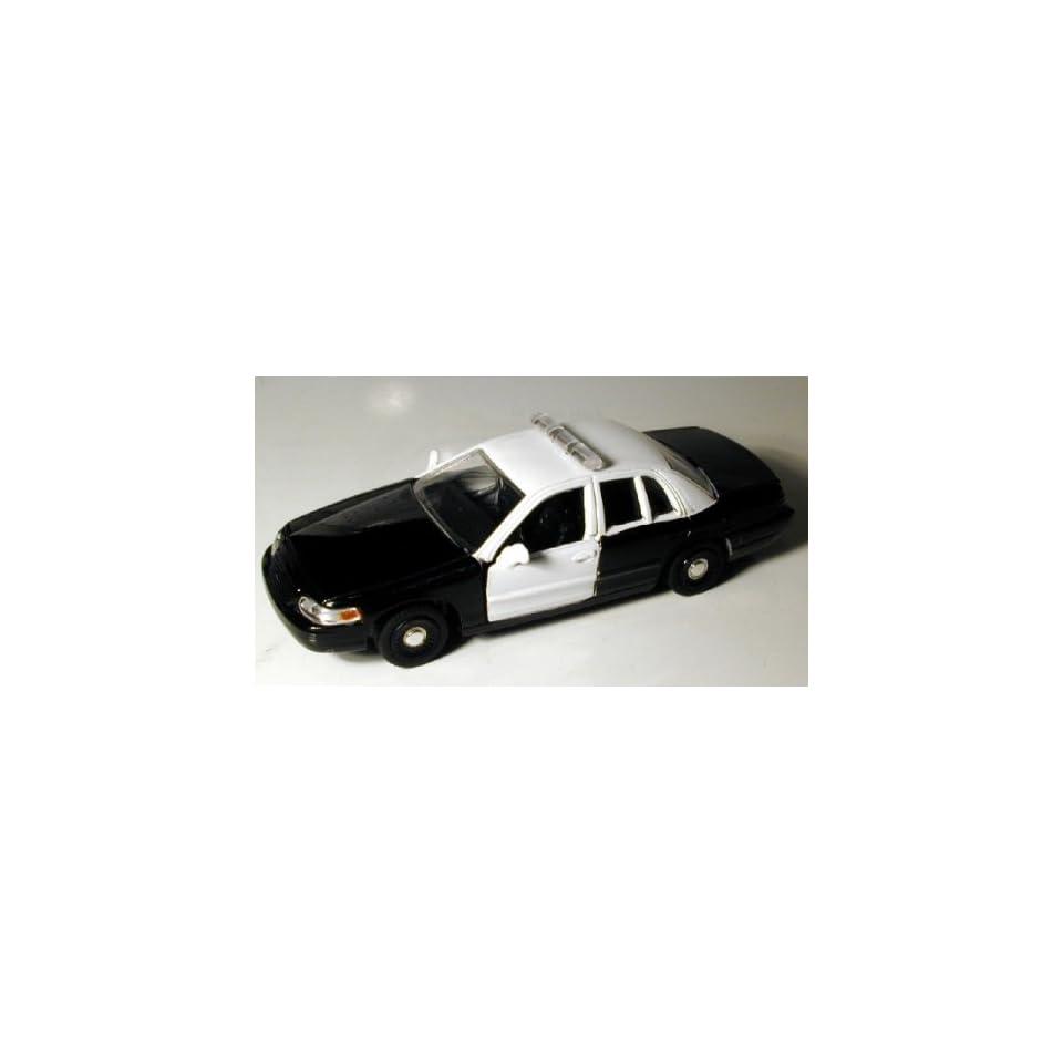 Motormax 1/43 Black & White Ford Crown Victoria Police Car