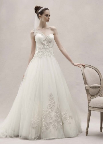David's Bridal Wedding Dress: One Shoulder Tulle Ball Gown with Lace Appliques Style CKP421
