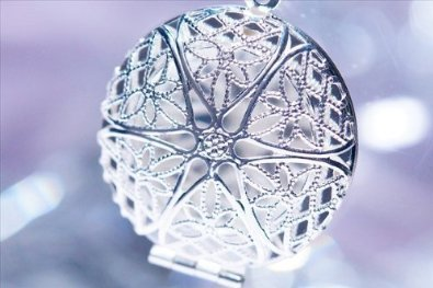 ★ delicate lace pattern beautiful aroma pendant ★ round-レディースロケットペンダントネックレス (save for with DrawString)