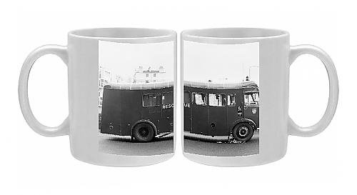 Photo Mug Of London Fire Brigade Appliance Hose Laying Lorry front-579200