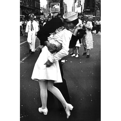 Nurse Kissing Sailor Wars End Kiss Photography Poster Picture