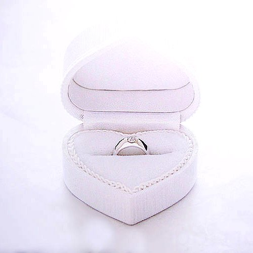 Wanna get in the heart of pure white. Sweet heart (bridal ring case)
