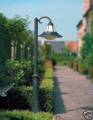 152134210 - Stilvolle Außenleuchte Wegeleuchte Licht