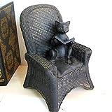 ほっこり癒されインテリア 椅子に座って読書するネコのアンティークな置物