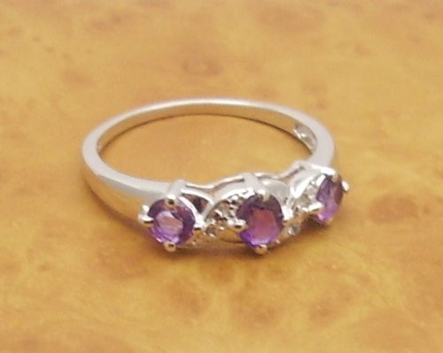 The Amethyst Ring Collection: Ladies Sterling Silver Amethyst Engagement / Eternity Ring with 0.81 Carats Genuine Amethyst & 4 White Topaz (Size T). Comes in a Quality Ring Case for that Special Gift.