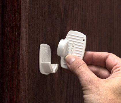 KidCo-Adhesive-Mount-Magnet-Lock-Key-Holder