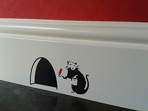 agujero-de-raton-pequena-rata-banksy-con-lata-de-pintura-y-rodillo-rojo-y-negro-rodapie-adhesivo-de-