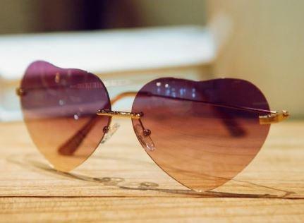 ハート型のサングラス