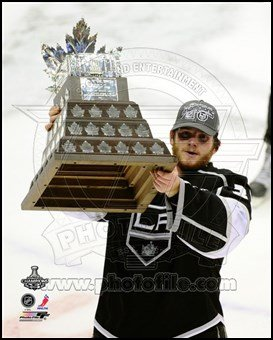 Jonathan Quick With the Conn Smythe Trophy after Winning Game 6 of the 2012 Stanley Cup Finals Art Poster PRINT Unknown 8x10