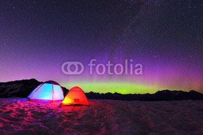 poster-bild-60-x-40-cm-aurora-borealis-and-tents-on-snow-mountain-bild-auf-poster