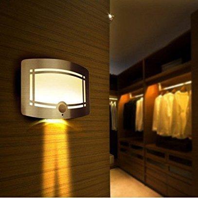 (Luce LED da muro) OxyLED® T-03 Luce Notturna Wireless in lussuoso contenitore in alluminio da attaccare ovunque con sensore di movimento, Auto on/off, alimentata a batteria, per Corridoi, Viottoli, Giroscala, Giardino, Muri.