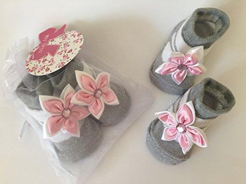 MM9246-Paio di calzini per neonato, motivo: brillantini, colore: bianco/argento, stile Mary Jane, con fiore e brillantini dai 0-6months