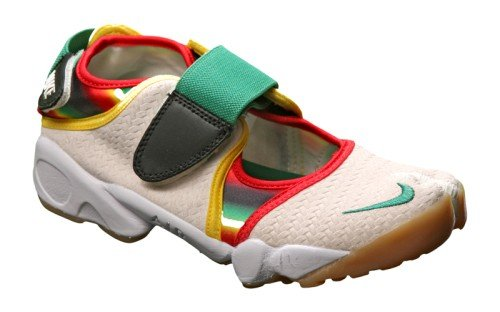 shoes with toes nike