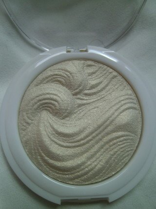 mua-undress-your-skin-shimmer-highlighter-iridescent-gold