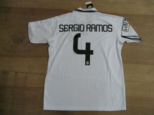 08-09 REAL MADRID SOCCER JERSEY SERGIO RAMOS NEW WITH TAGS + FREE SHORT(SIZE M)